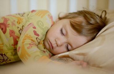 كيف تساعدين طفلك في الحصول على النوم الكافي